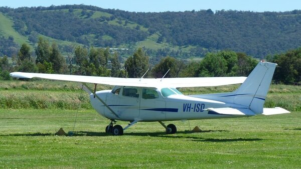 Cessna172NVH-ISDYLIL20111105.jpg_thumb.242869ab6d09c6a50c0ebb13fc4bd6bf.jpg