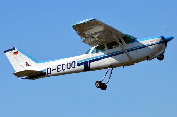 Cessna172RGCutlass.jpg_thumb.896f9410acf11a55d113ca6e11860b78.jpg
