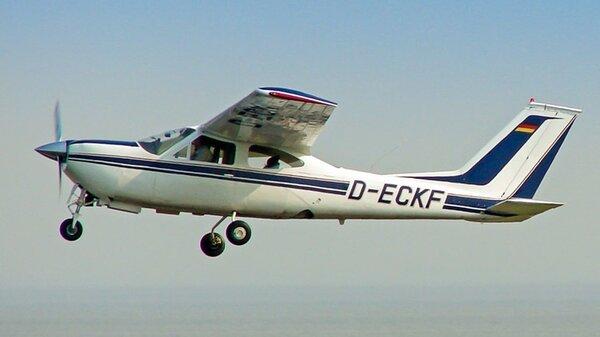 Cessna177RGD-ECKF.jpg_thumb.8322be714b22fd65a784f1188a248cba.jpg