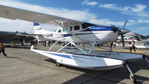Cessna207C-GAHK.jpg_thumb.0f474205dfbafb27d16c492a632d7a6b.jpg