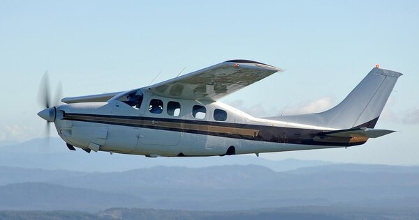 Cessna210P.jpg_thumb.b6af0668d7f2d12e554c9b427e6e2be6.jpg