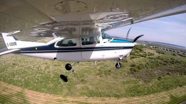 Cessna210retractinggear.jpg_thumb.d703363156e4db9cd85f0242adc00491.jpg