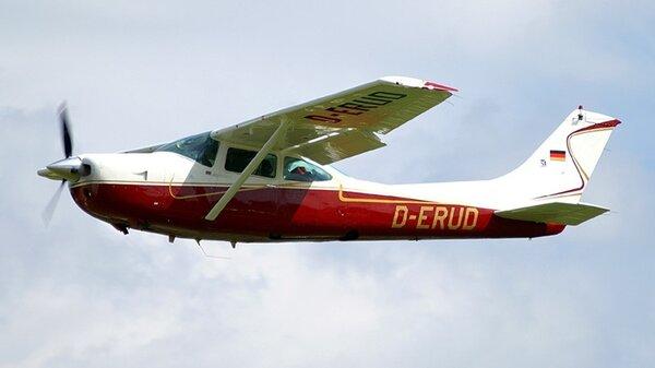 CessnaR182SkylaneRGD-ERUD.jpg_thumb.77b6228343a26c8c5bb11639e89300a6.jpg