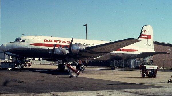 DouglasDC-4Qantas.jpg_thumb.78e5b2333fd09e5527ce4d163633459d.jpg