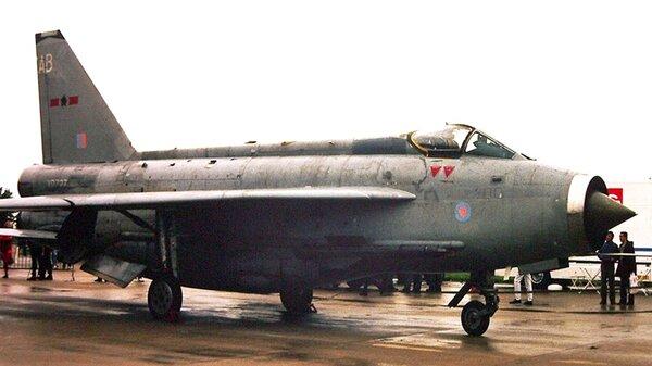 English-Electric-LightningV0727PhotobyEdwinvanApstal.jpg_thumb.f51e0e96493409d07584ff175f1646e7.jpg