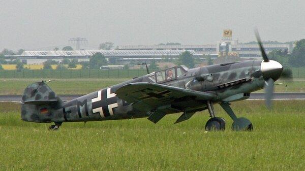 Messerschmitt_Bf_109G.jpg_thumb.fdb6bd2a6b0e926359ecede884dd05c8.jpg