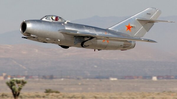 MiG15takeoff.jpg_thumb.e0c1dd7ba7b5d61b6cc845a57b37456f.jpg